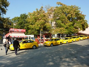Typical Turkish city scene: Taxis