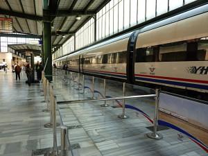 Türkischer Hochgeschwindigkeitszug mit Reisegeschwindigkeit 250 km/h