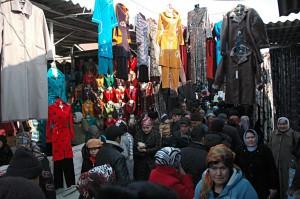 Kumtepa Bazaar: Big crowd buying clothes