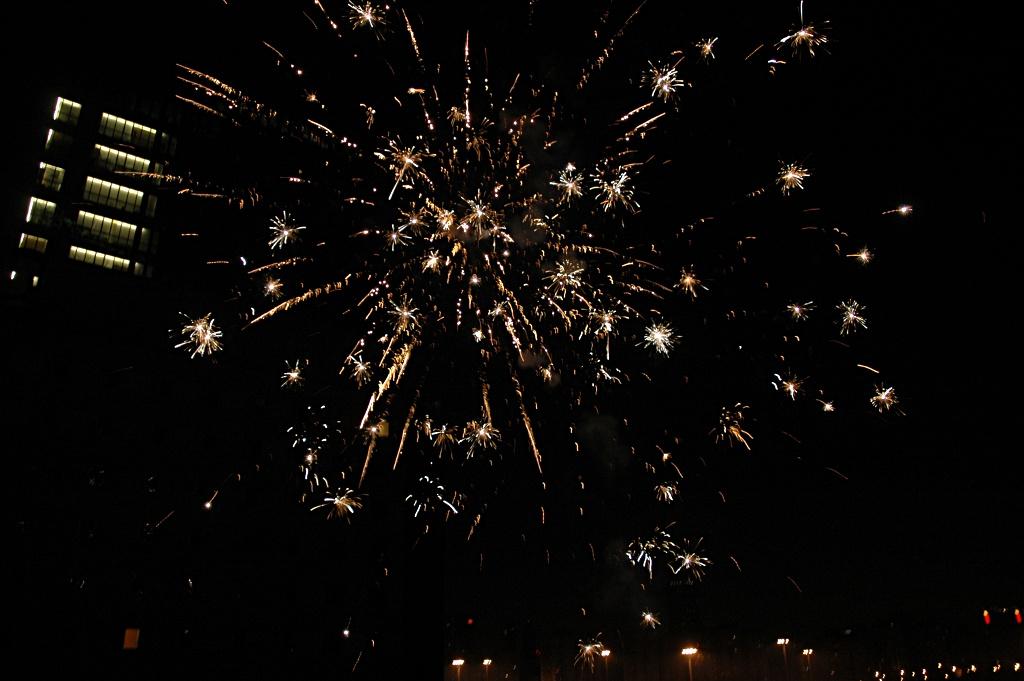Feuerwerk direkt vor dem Balkon (der Fotograf hat überlebt)