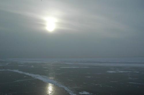 Schwarzgefrorener Baikalsee