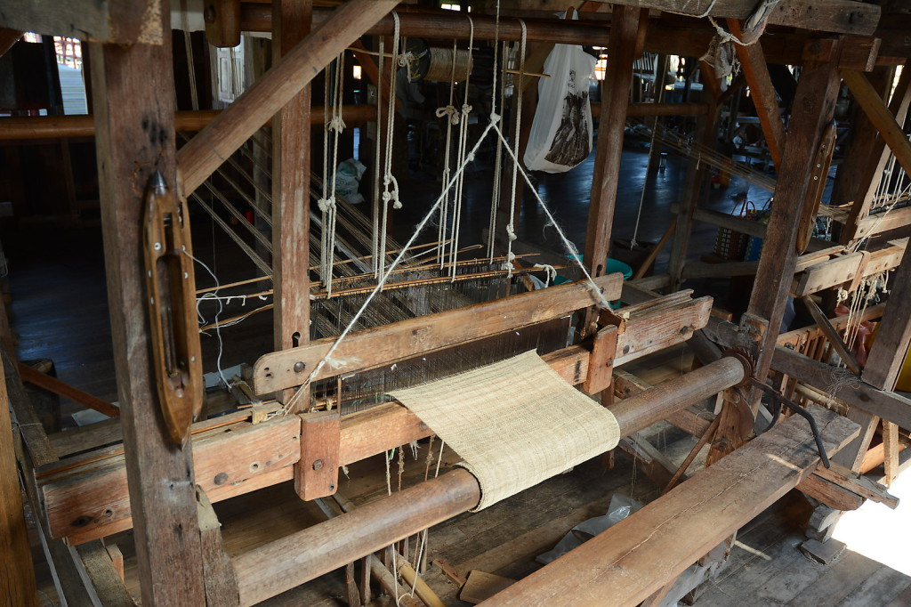 "Weaving factory ""producing"" silk and Lotus products"
