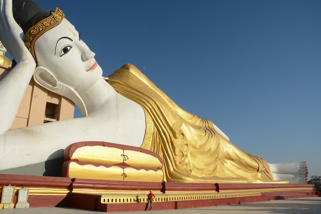 Even the reclining Buddha at Boddhi Tataung is pretty big