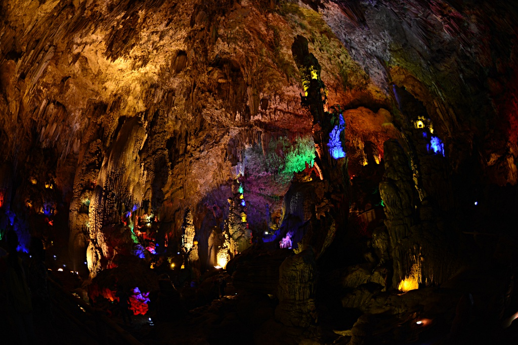 Which parts are natural, which parts are fake: The Tianxing cavern