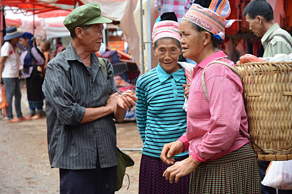 Locals exchanging the latest gossip at the Laomeng market