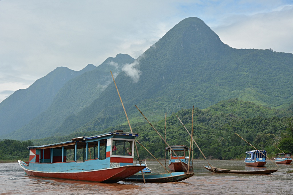 The typical means of transport on the Nam Ou river: Long boats