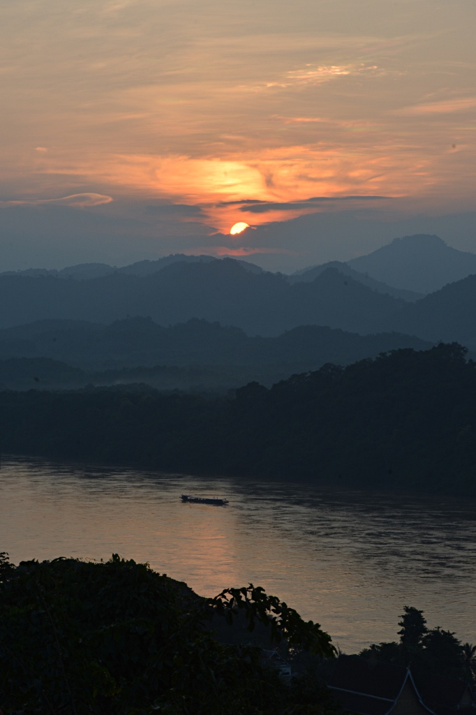 Sunset across the Mekong river from Phousi Hill