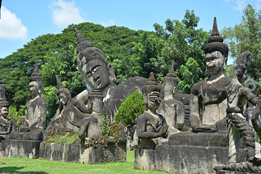 Buddha statues everywhere in the Buddha-Park
