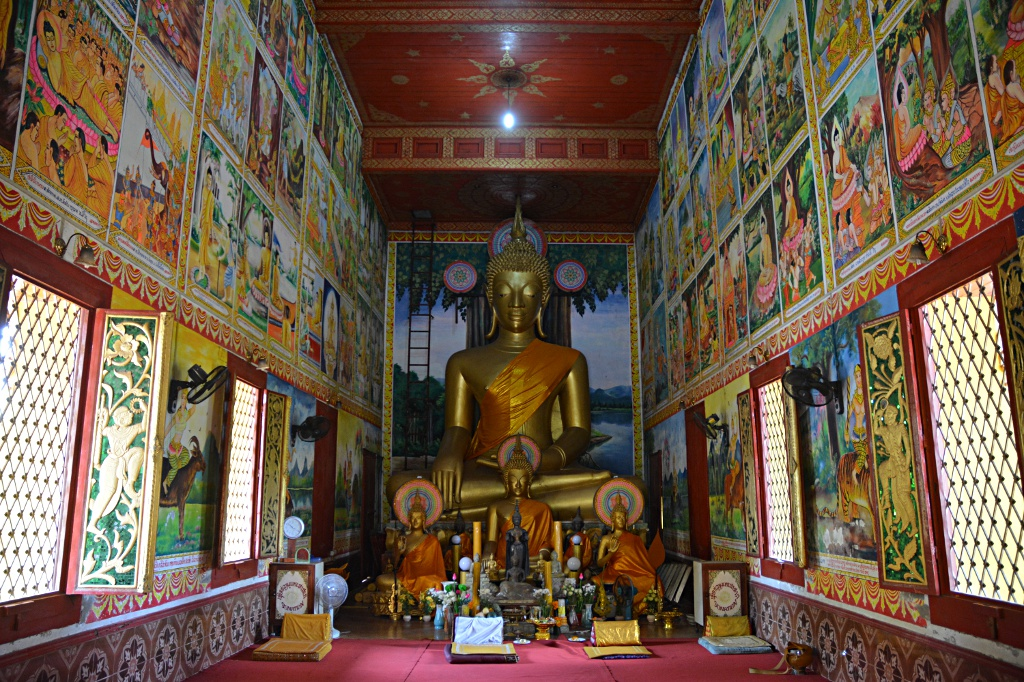 The colorful Wat Mixay depicting various sutras