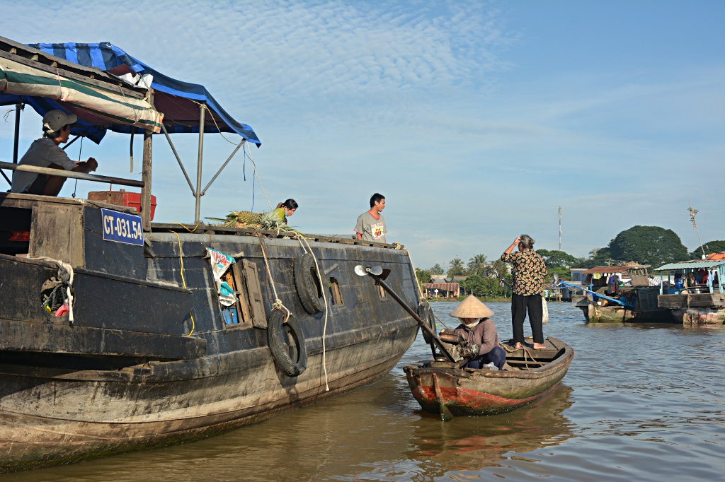 Deal or no deal at Cai Be floating market?