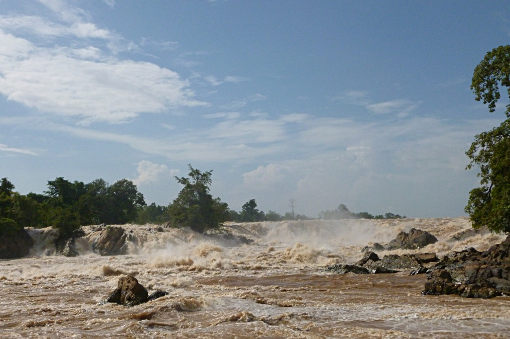 The largest waterfall of South East Asia: Khone Phapheng