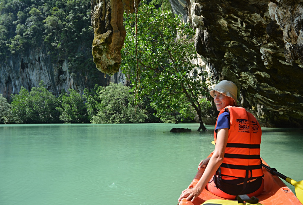 Kayaken in der Lagune von Ko Hong