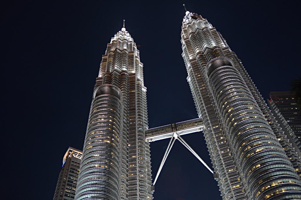 Petronas Twin Towers nach Sonnenuntergang
